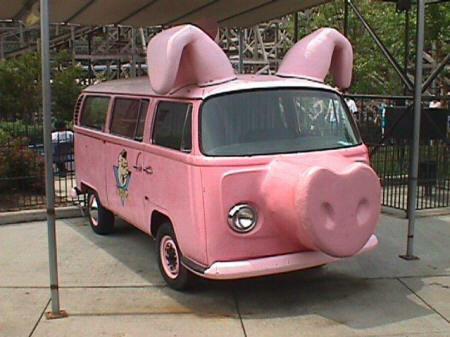 En redig skånsk grisabil omgjord från en vw buss