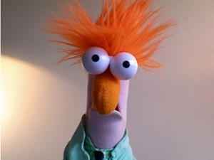 Mupp med lila hud och orange hår